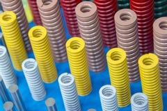 线圈弹簧的多颜色在地板上的 免版税库存照片