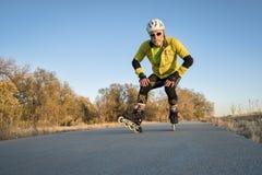 线型滑冰在自行车足迹 库存图片
