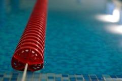 线路池红色游泳 免版税库存照片