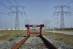 线路的末端 一个红色铁路停止者生锈的trai的结尾 免版税库存图片