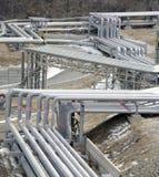 线路石油化学的管道工厂 库存图片