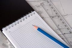 线路笔记本铅笔计划 免版税库存照片
