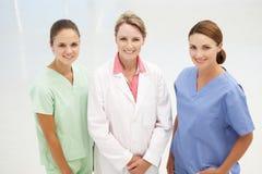 组专业医疗妇女 免版税图库摄影