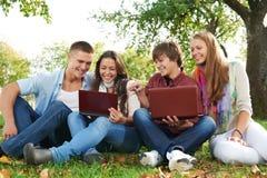组微笑的新学员户外 免版税库存照片