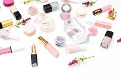 组成产品和花在白色背景 beauvoir 库存照片