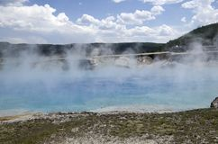 细刨花喷泉火山口黄石公园 图库摄影