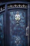细节、锻铁篱芭的结构和装饰品有门的 免版税库存图片
