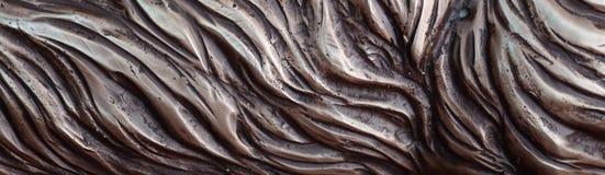 细节和装饰浅浮雕装饰品从伪造的盖印的铁门金属当背景纹理 免版税库存照片