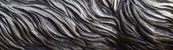 细节和装饰浅浮雕装饰品从伪造的盖印的铁门金属当背景纹理 库存图片