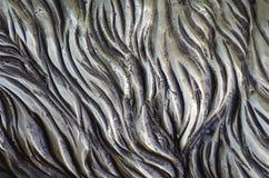 细节和装饰浅浮雕装饰品从伪造的盖印的铁门金属当背景纹理 库存照片