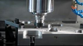细节是固定的在自动切割机一个移动的平台在工厂,过程特写镜头商店  股票视频