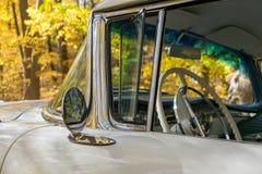 细节特写镜头在50 ` s经典之作汽车的 库存图片