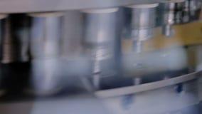 细颈瓶和小瓶的自动检查机器品质控制设备 影视素材