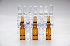 细颈瓶配药使用 免版税库存照片