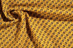 织品棉花是棕色的与圈子的样式 使光滑和池氏 免版税库存照片