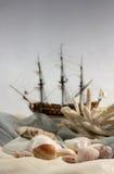织品海扇壳和船 库存图片
