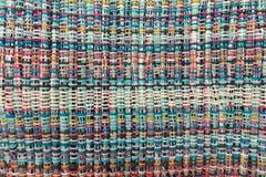 织品被编织多彩多姿的螺纹 生动背景特写镜头被编织的围巾的纺织品 库存照片