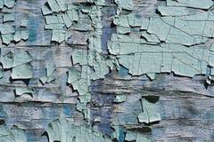 织地不很细背景崩裂了木表面上的蓝色油漆 库存照片