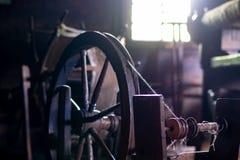 织布工的屋子的古老内部 库存图片