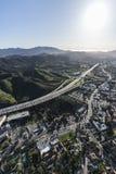 绍森欧克斯和101条高速公路垂直的天线 免版税库存图片