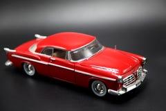 经典之作1950年` s红色汽车模型 图库摄影