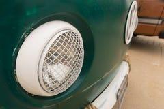 经典加利福尼亚样式vw kombi搬运车停放在空气冷却了汽车展示会在斯海弗宁恩海滩 免版税库存照片