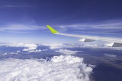 经典图象通过在喷气机引擎上的航空器窗口 库存图片