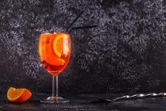 经典意大利语Aperol喷鸡尾酒 免版税库存照片