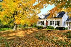 经典新英格兰美国房子外部。 免版税库存照片