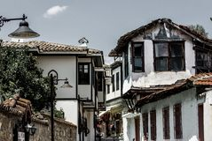 经典无背长椅房子在老镇Kaleici,Anatalya,土耳其 免版税库存照片
