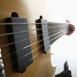 经典有红木脖子的形状木电吉他 库存图片