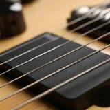 经典有红木脖子的形状木电吉他 免版税图库摄影