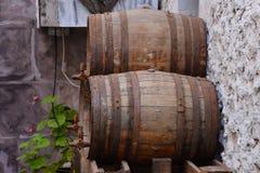 经典木葡萄酒桶 免版税库存照片
