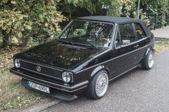 经典汽车大众高尔夫球我在黑色的cabrio 库存图片