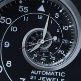 经典现代黑银色报时表摘要分数维超现实的螺旋 手表时钟异常的抽象纹理样式分数维 免版税库存照片