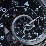 经典现代黑银色报时表摘要分数维超现实的螺旋 手表计时机制异常的抽象纹理样式 库存照片