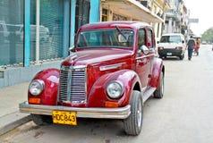 经典美国汽车在哈瓦那。 免版税库存图片