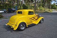 经典美国汽车(浅滩旧车改装的高速马力汽车1932) 免版税图库摄影