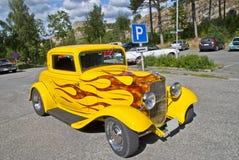 经典美国汽车(浅滩旧车改装的高速马力汽车1932) 图库摄影