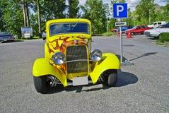 经典美国汽车(浅滩旧车改装的高速马力汽车1932) 免版税库存图片