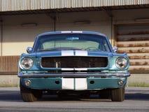 经典美国肌肉车的金属蓝色 库存图片