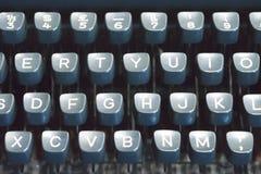 经典老葡萄酒控制台打字机键盘和钥匙 库存照片