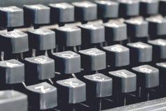 经典老葡萄酒控制台打字机键盘和钥匙 免版税库存图片
