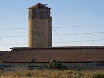 经典老谷仓和筒仓 库存照片