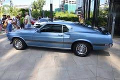 经典蓝色Ford Mustang马赫1 1969年 库存照片