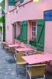 经典街道咖啡馆在巴黎 库存图片