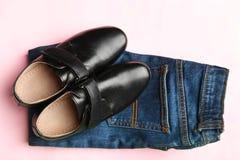 经典鞋子和牛仔裤 免版税图库摄影