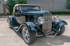 经典黑福特V-8小轿车 库存照片