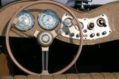 经典MG的方向盘和仪表板 库存照片