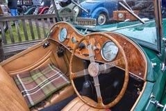 经典MG TC驾驶舱在Brooklands,萨里的 免版税库存图片